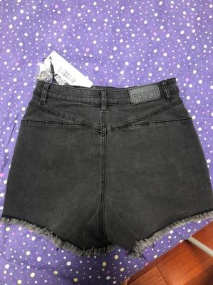 太平鸟高腰牛仔短裤女,黑色直筒宽毛边牛仔短裤